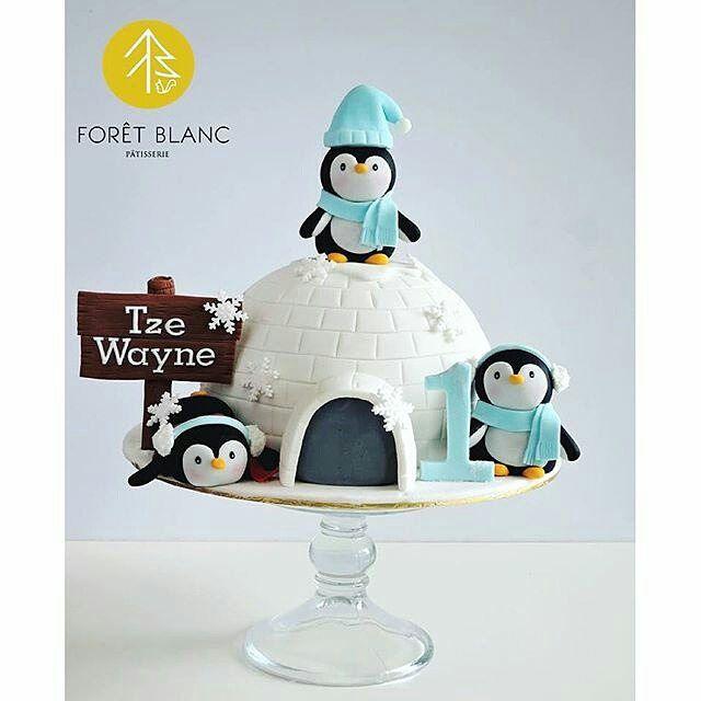 Fofura master em formato de pinguins  por @foretblanc  #bolosdecorados #patisserie #dessert #cake #bolocute #amazingcakes #design #fondant #fondantcake #penguin