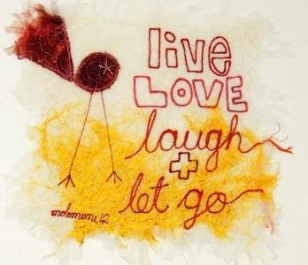 'Live, love, laugh and let go'. 'Threads' van Molomimi. Handgemaakte kunststukjes van gerecycled textiel. Fairtrade uit Zuid Afrika.