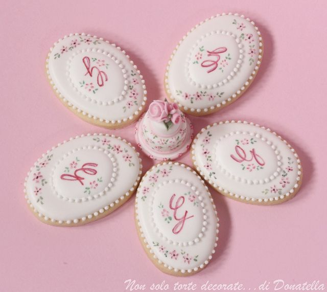 Royal Icing painted cookies | Flickr - Photo Sharing!     Beautifully royal iced hand painted cookies by Donatella.