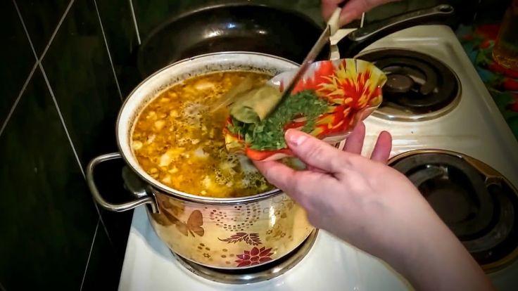 Рассольник с перловкой и солеными огурцами Рецепт приготовить обед класс...