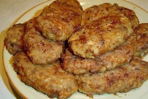 """""""Pârjoalele din ciuperci"""" se prepară foarte simplu și rapid și reprezintă o alternativă excelentă pârjoalelor din carne. Din ingrediente accesibile veți obține o mâncare delicioasă și sățioasă, care poate fi servită cu orice garnitură sau salată de legume. Savurați pârjoalele la prânz sau cină. INGREDIENTE -1 kg de ciuperci -2 cepe -4 ouă -4 linguri de pesmeți -4 linguri de ulei -sare și piper negru măcinat Notă:VeziMăsurarea ingredientelor MOD DE PREPARARE 1. Spălați ciupercile…"""