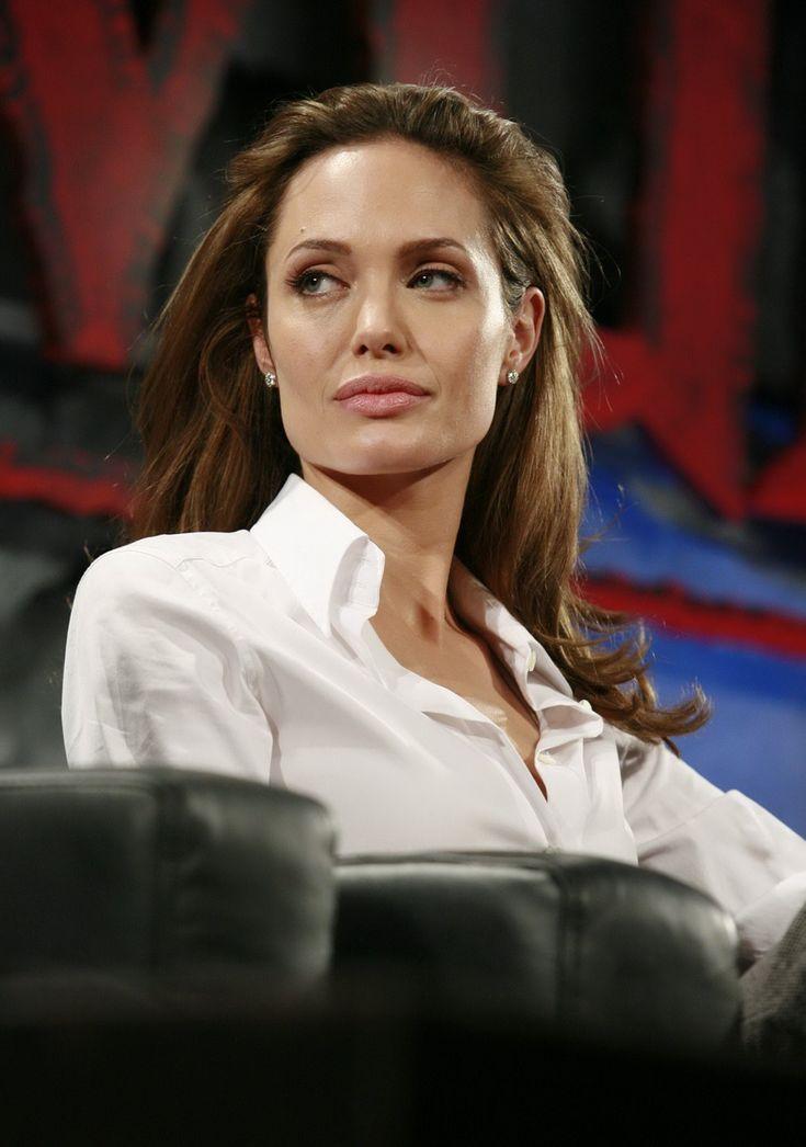 Angelina Jolie - Beowulf Press Conference - Photo 11 | Celebrity Photo Gallery | Vettri.Net