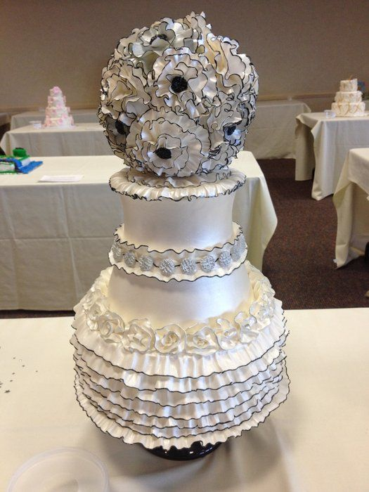 .Desserts Pin, Yummy Desserts, Black Weddings, Cakes Cupcakes, Fabulous Cake, Awesome Cake, Yummy Cake, Ruffles Cake, Black Wedding Cakes