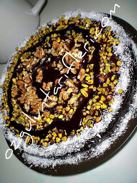 Eskiden annelerimizin yaptigi  yas pastayi birazcik degistirerek nostaljik bir pasta yaptim.Pratik oldugu kadar cok ta nefis bir pasta. Sevgililer gunu icin   nefis anne pastasini yapmanizi tavsiye ediyorum. Sevdiklerinizle birlikte demli cay esliginde af