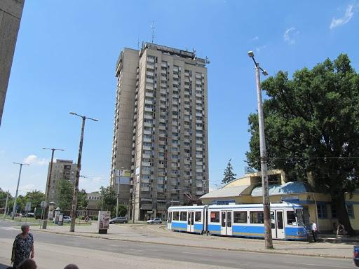 Debrecen, juni 2012. Voor het station    Magyarország;  Hungary;  Ungarn;  villamos