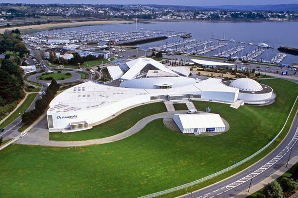 Vue aerienne-Océanopolis est un centre de culture scientifique consacré aux océans,