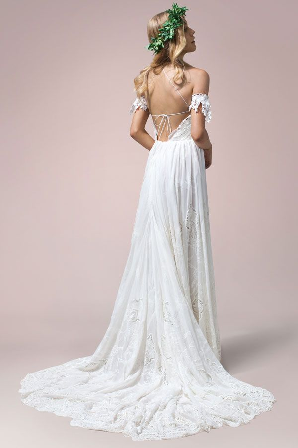 Zara by Rue De Seine available at The Bridal Atelier www.thebridalatelier.com.au @thebridalatelier #sheisthebridalatelierbride