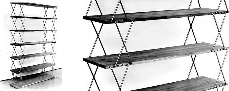 Regał zaprojektowany w 1959 r., przez jednego z najwybitniejszych polskich designerów, założyciela Katedry Wzornictwa Przemysłowego w PWSSP w Poznaniu oraz wykładowcy na Wydziale Architektury i Wzornictwa w poznańskiej uczelni, Rajmunda Teofila Hałasa. Unikalny system łączenia półek za pomocą klamer ze stali nierdzewnej pozwala dowolnie konfigurować je w pionie i w poziomie. Projektant: Rajmund Teofil Hałas, REGAŁ O ZMIENNYCH WYSOKOŚCIACH, 1959, do kupienia na www.nowymodel.org