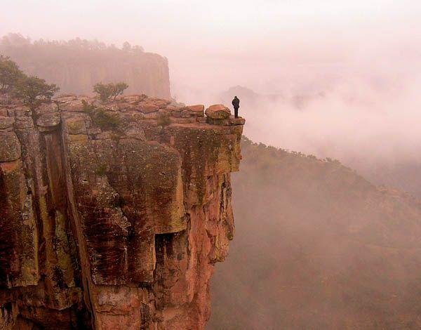 La Piedra volada de Barrancas del Cobre.  Para literalmente estar al pie del cañón… en Barrancas del Cobre, Chihuahua.
