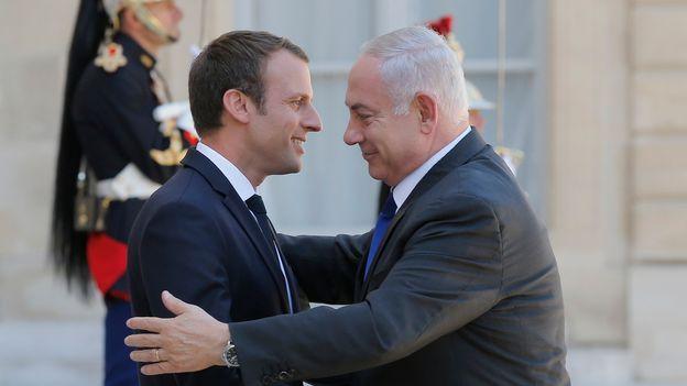 Emmanuel Macron a rappelé dimanche la responsabilité de la France dans la rafle du Vél d'Hiv, ayant visé des milliers de juifs en 1942, dont il commémorait le 75e anniversaire avec le Premier ministre israélien Benjamin Netanyahu, à Paris.