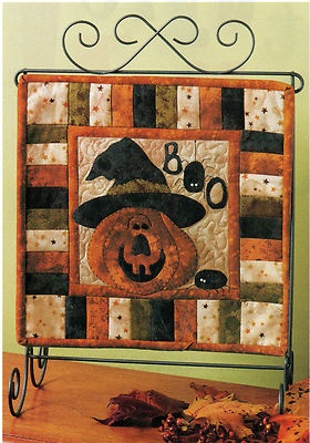 Happy Jack Quilt - fun mini!  :) I want to make this! #sewing #halloween #fall