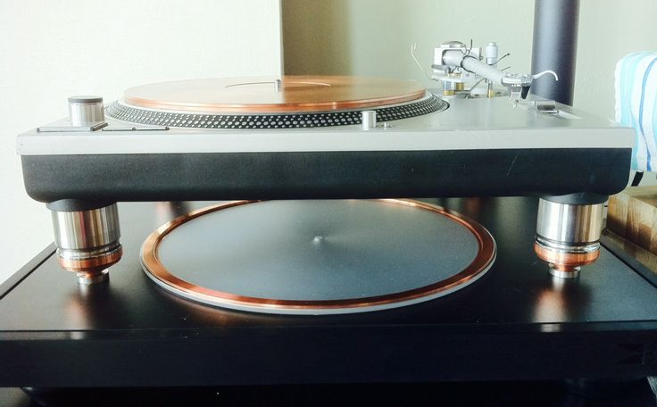 Technics Turntable w/ AmCan Steel Footers & Copper Spikes