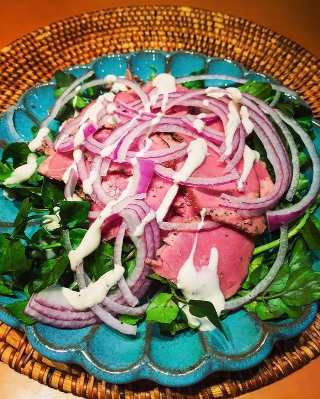 昨日に引き続き医食同源!風邪気味旦那さんのリクエストで娘ちゃんはシチューが良いという中両立でクリームタイプの絶対風邪の治る鍋を夕飯に!その他はクレソンとパストラミビーフのサラダ!気持ちの問題?!!#サラダ#salad#肉#風邪#野菜#vegetables#ガーリック#healthy#食事#うちごはん#夜ごはん#晩ごはん#夕食#手作り#food#晩ご飯#夕食#手料理#料理#夕ご飯 #夕ごはん#秋 #cooking#instafood#おうちごはん#家ごはん#instagood#foodie#健康