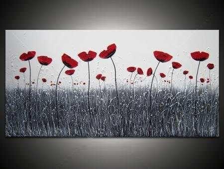 Que contraste tan exacto de una pintura a blanco y negro con las Flores rojas.