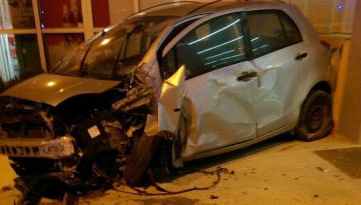 Κρήτη: Οδηγός νοικιασμένου αυτοκινήτου «μπήκε» μέσα σε φαρμακείο (φωτό)