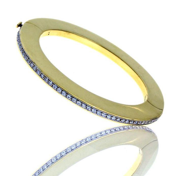 Lote 5308 - Pulseira de diamantes, em ouro amarelo 800 (19,2 kt) cravejada com 1,50 ct. de diamantes em talhe brilhante redondo de elevada qualidade e pureza VVS. Peso: 61,00 gr. Dim: 5,7 cm. (diâm. interior), 7,7 cm. (diâm. exterior). Nota: Esta peça foi adquirida em joalharia de luxo nas Amoreiras nos finais dos anos 90. PVP original de 13.500€ aprox. Pulseira rígida. Com marcas de contraste do Porto e de responsabilidade em vigor desde 1985. Sinais de uso. - Price Estimate: € - $
