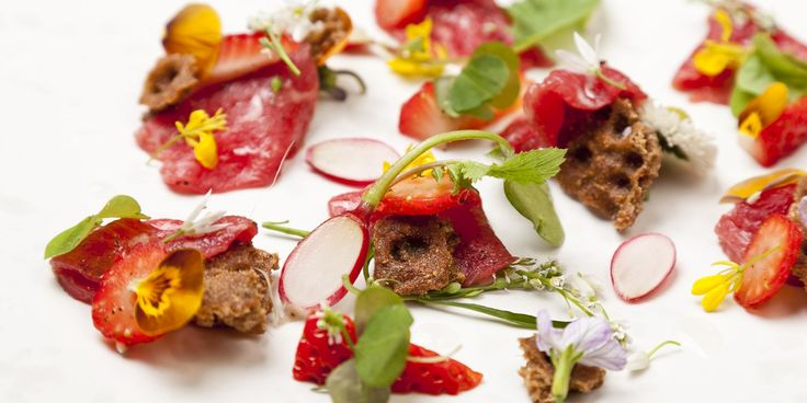 Carpaccio of beef with pickled Sweet Eve strawberries, wild spicy leaves and ryvita