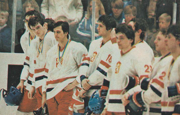 Smutné tváre striebornej reprezentácie Československa na majstrovstvách sveta a Európy v ľadovom hokeji v Nemecku, Dortmund, Düsseldorf, Mníchov 1983