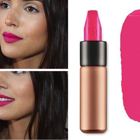 Los labiales rosa fucsia son muy favorecedores, te lo recomendamos para dar un toque alegre a tu outfit.  #labial #rosa #fucsia #kiko #maquillaje #labios