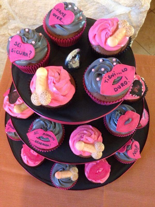 Cupcakes addio al nubilato  http://blog.giallozafferano.it/sweetcooking/cupcakes-addio-al-nubilato/
