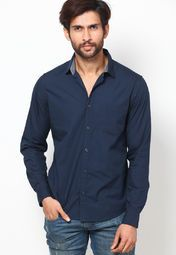 Show and tell the world about your latest obsession with comfort when you adorn this blue coloured casual shirt by United Colors of Benetton. Let your skin feel the cool breeze as you adorn this regular-fit casual shirt fashioned using cotton. Keep partying like it's your job in this comfy casual shirt, pair of tapered jeans and suede loafers.