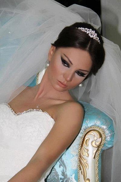 Hem harika bir gelinliğe hem de o gelinliğe uygun en iyi makyaj için düğün makyajı yapma önerileri yazımıza kesinlikle bakmanızı öneririz. https://www.tarzkadin.com/dugun-makyaji-yapma-onerileri #düğünmakyajı #makyajyapma