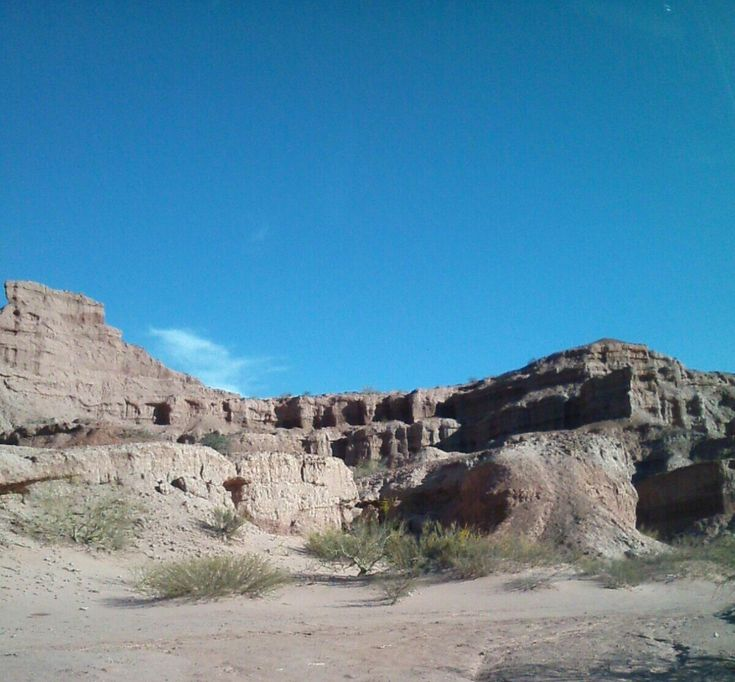 """""""Ventanas"""" formaciones rocosas en la ruta de Cafayate a Salta capital"""
