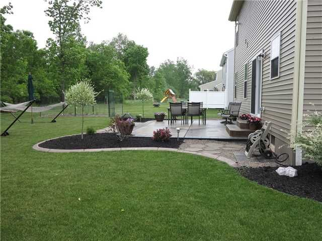 landscaping idea for around patio - Outdoor Patio Landscaping Ideas