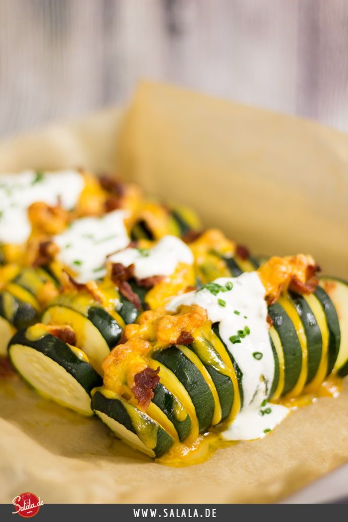Gefüllte Zucchini mit Bacon und Cheddar