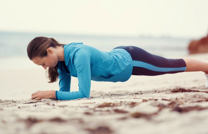 Vücudunuz şekle sokmak isteyenler i çin evde yapılabilecek 12 egzersiz.