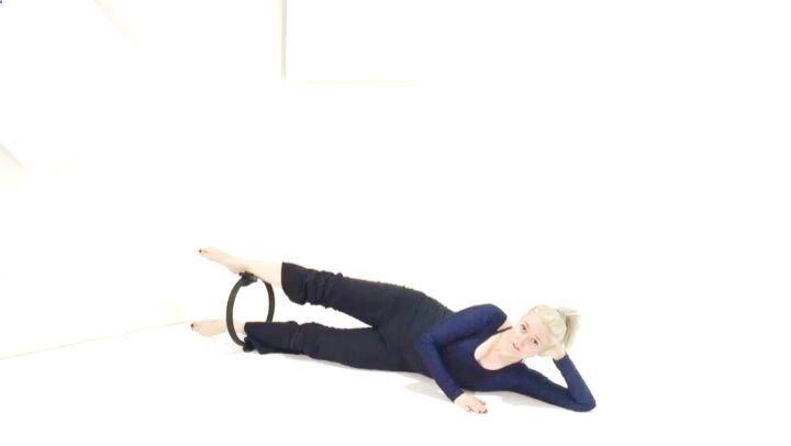 CURSO DE PILATES CON MAGIC CIRCLE! En éste maravilloso curso aprenderás a usar el Magic Circle para conectar con los músculos de tu Core y ganar estatura inmediatamente por medio del trabajo de: Entrenamiento del Piso Pélvico - Al mismo tiempo que fortalece tus muslos internos el Magic Circle automáticamente te ayudará a sentir y tonificar los músculos de tu piso pélvico. Reserva tu lugar ahora mismo para éste maravilloso curso siguiendo el link en nuestra bio: ift.tt/290TUbm