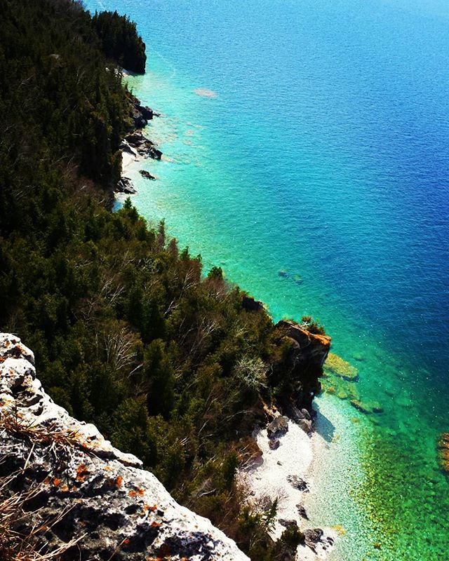 Sentier Bruce, Ontario Cliff top nature bathing  ___________________________________  #hiking #nature #cliffs #thatswhyicomeuphere #beauty #peace #sunshine #happyplace #smiles #relax #tranquility #livelife #livenow #be #discover #sayyes #adventure #optoutside #brucetrail #lionshead #hike #instahike #getoutside #ontario #yourstodiscover #georgianbay