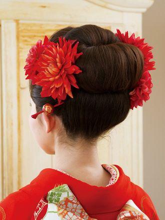 Back 挙式では角隠しや綿帽子の関係で難しくても、お色直しなら自毛の日本髪も素敵!彼女の雰囲気にもぴったりです。