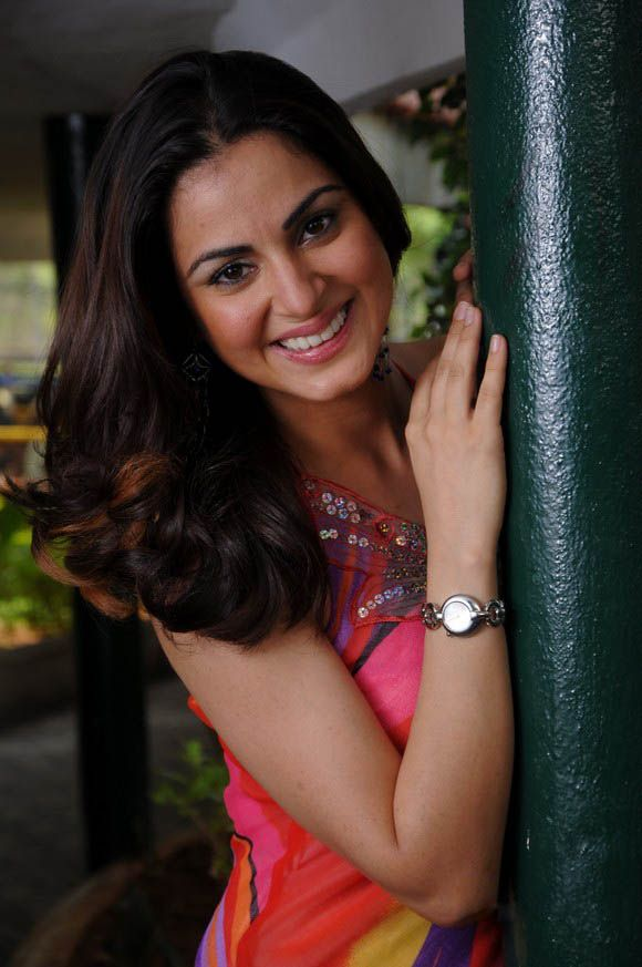 Shraddha Arya Latest Stills