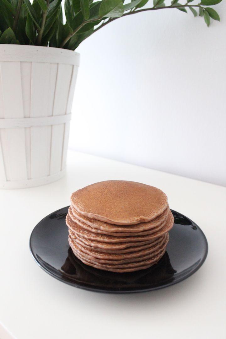 Buchweizen-Pfannkuchen mit Rohkakao und Maca (vegan, glutenfrei)   blattgrün