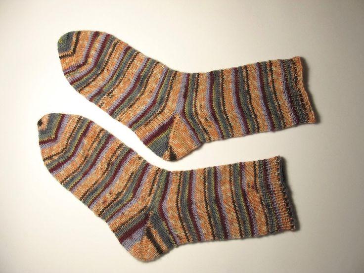 Tejer calcetines es un momento cumbre de toda tejedora. Has oído hablar de ellos, los has envidiado y finalmente, cuando haces sock, ya no hay stop.