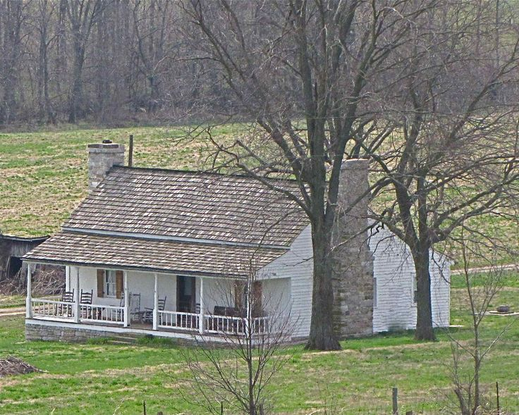1000 images about old country homes on pinterest queen for Old country homes