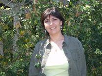 Sandrine Mirza est historienne. Elle est titulaire d'une maîtrise d'histoire de l'université Paris-I - Panthéon-Sorbonne et d'un diplôme d'études supérieures spécialisées (DESS) en histoire de l'université Paris-VII – Jussieu. Elle est diplômée de l'Institut français de presse. Elle a travaillé six ans aux éditions La Découverte – Syros. Elle se consacre aujourd'hui entièrement à son activité d'auteur spécialisé en histoire…
