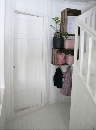 http://www.deco-cool.com/2013/01/04/dressing-tete-de-lit-table-cuisine-a-fabriquer-avec-des-palettes-en-bois/