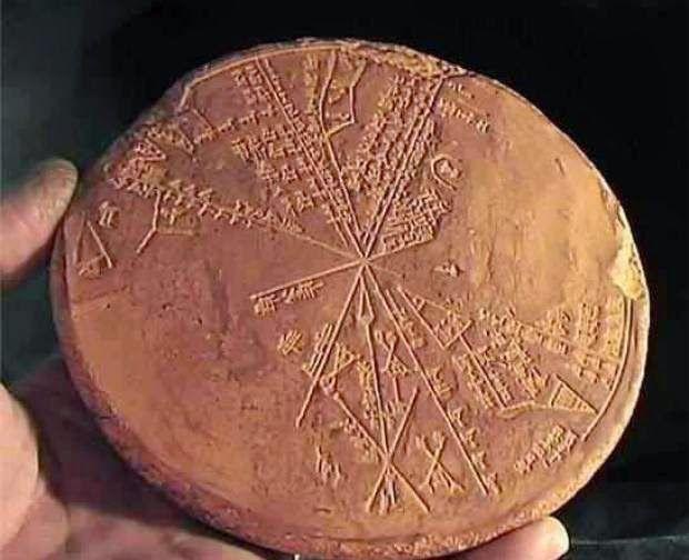 Una dintre cele mai complexe civilizații, din toate timpurile de pe Terra, este cea din vechiul Sumer. Teoria extratereștrilor antici, coborâți pe Terra, s-a născut în urma descoperirilor tăblițelor antice din lut. Însă, cea mai interesantă dintre acestea este cea intitulată Eridu, în care se explică cu lux de amănunte procesul de creație al omului cu păr negru.
