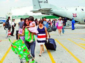 Inicia puente aéreo entre el DF y Acapulco; rescatan a turistas - La Crónica de Hoy