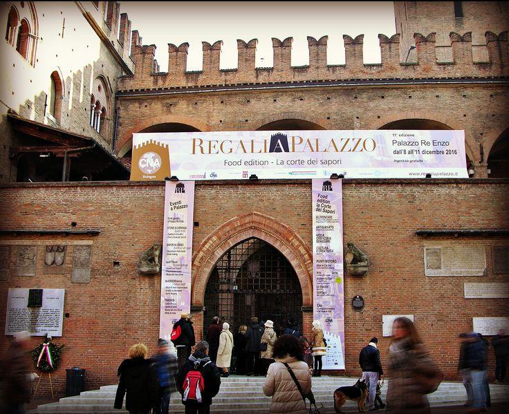 """""""Regali a Palazzo 2016"""", manifestazione ricca di eventi ed espositori, giunta quest'anno all'undicesima edizione, dall'8 all'11 dicembre.a Palazzo Re Enzo a Bologna."""