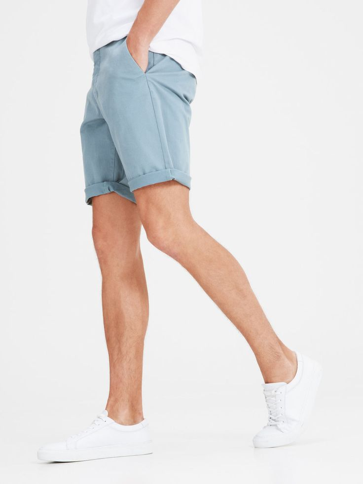 The perfect spring shorts for men. Available in light blue, brick red, navy blue, beige and more | JACK & JONES