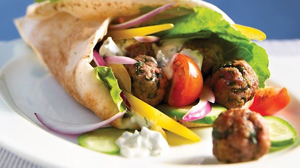 Sandwich grec à l'agneau (gyros)   Recettes IGA   Lunch, Menthe, Recette rapide