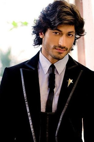 Vidyut Jamwal the Bolloywood action star that is both stalely and stylish. | 21 Gorgeous Asian Men Guaranteed To Make You Thirsty