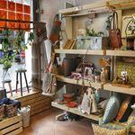 Designers, kunstenaars, handwerkslieden, verzamelaars en kleine zelfstandigen; bij 'Ieder z'n Vak' vind je maar liefst 130 ondernemers en particulieren onder één dak. De winkel is gevuld met mooie ambachtelijke producten: van meubels tot kleding, sieraden en keramiek. Maar ook kunst en vintage spullen zijn er te koop. Door het veelzijdige aanbod is de winkel de …