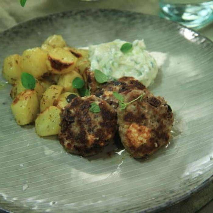 Grekiska lammbiffar med tzatsiki och citronrostad potatis
