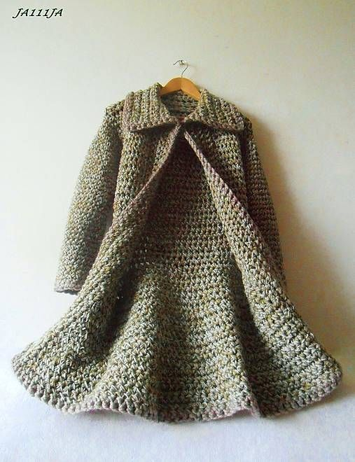 crochet coat in lipstick fuschia...old-fashioned large collars  look good on tall girls