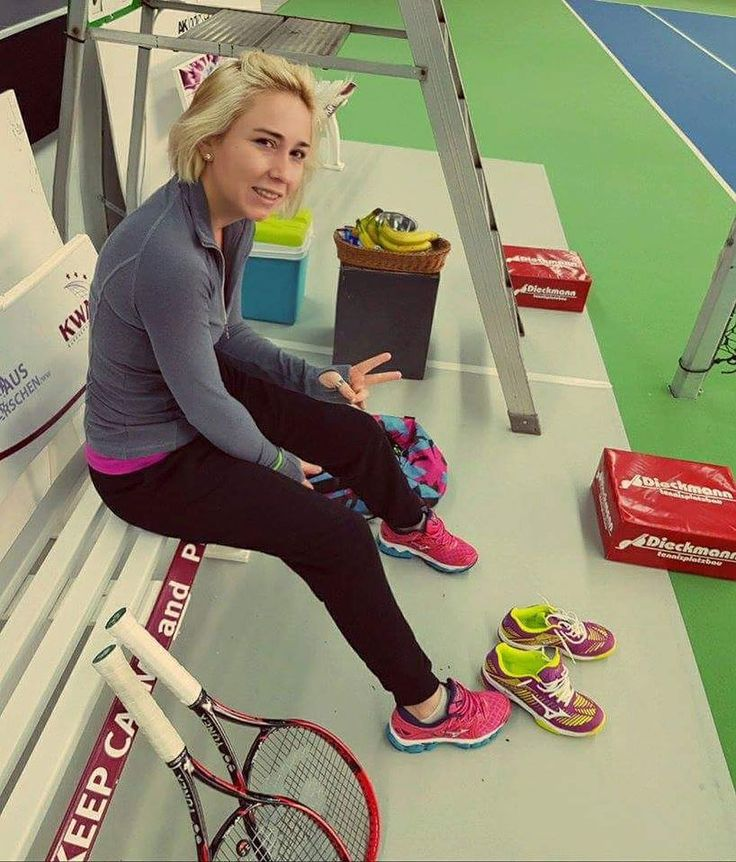 Trying the new collection of Mizuno shoes on the court!  #sponsorship #mizunoshoes #tennisshoes #runningshoes @mizuno_tennis @mizunorunning @mizunoeurope #neverstoppushing #staymotivated @sofiashapatava