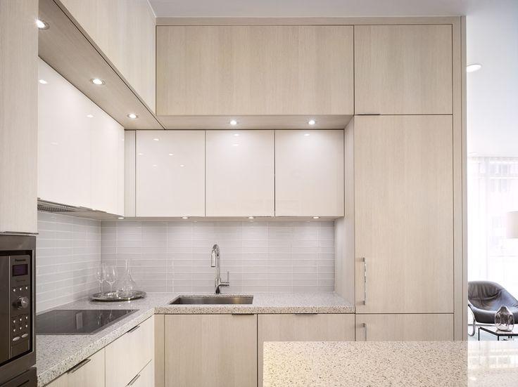 Light wood textured modern kitchen modern kitchen design for Condo kitchen lighting
